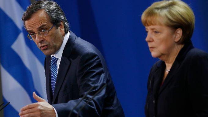 Bundeskanzlerin Angela Merkel und Griechenlands Premier Antonis Samaras nach ihrem Treffen. Das Krisenland und die Troika streiten über die Größe des Etatlochs.