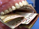 Zahnersatz ist teuer. Die privaten Kosten können Steuerzahler geltend machen. Foto: Nestor Bachmann