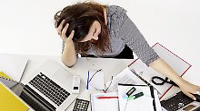 Das Telefon klingelt und neue E-Mails kommen an: Ständige Unterbrechungen machen vielen Arbeitnehmern das Leben schwer.