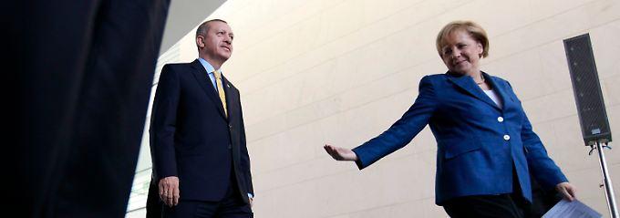 Annäherung Ja. Vollmitgliedschaft eher Nein. Bundeskanzlerin Angela Merkel und ihre Union unterbreiten dem türkischen Präsidenten Recep Tayyip Erdogan seit Jahren nur halbherzig eine Beitrittsperspektive.