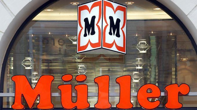 Der Gründer der Müller-Drogerie will 47 Millionen von der Schweizer Sarasin-Bank zurück.