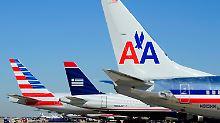 US Aiw3ays (rechts) und American Airlines (Mitte und links) ziehen mit ihren Passagierzahlen am bisherigen Marktführer United Continental vorbei.