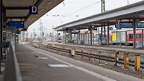 Menschenleerer Bahnhof am Mittwoch in Nürnberg.