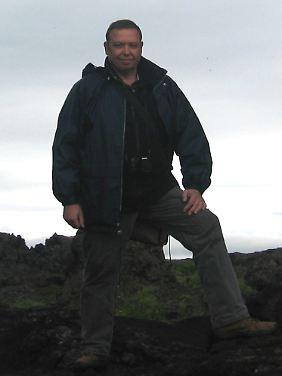Hans-Jörg Vogel - hier unterwegs in Island, um sagenumwobene Orte genauer zu betrachten.