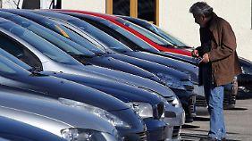 Gebrauchtwagenhandel in Athen: Ein Auto ist für viele Griechen mittlerweile ein unerschwinglicher Luxus.