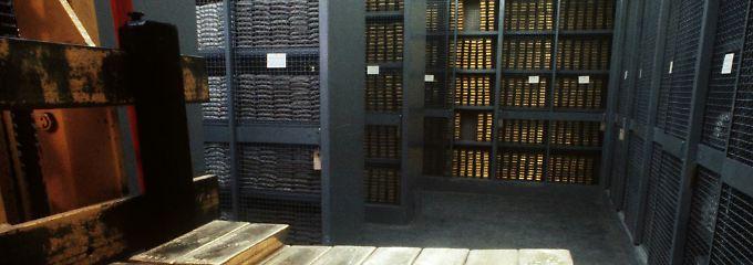 Seltener Einblick: In den Tresorräumen der Schweizer Notenbank SNB, hier am Standort Bern, lagert das Gold in Barren penibel registriert und zu ordentlichen Stapeln aufgeschichtet (Archivbild).