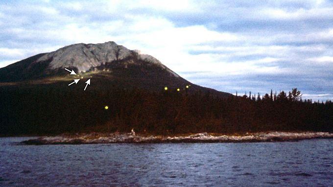 Nur wenige Aufnahmen, wie hier am Tagish Lake in Alaska, belegen die Existenz der mysteriösen Lichter.