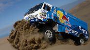 Und so sieht es aus, wenn sich ein Lastwagen durch die Wüste kämpft.