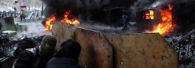 Brennende Barrikaden in Kiew: Merkel warnt Janukowitsch vor Gewalt