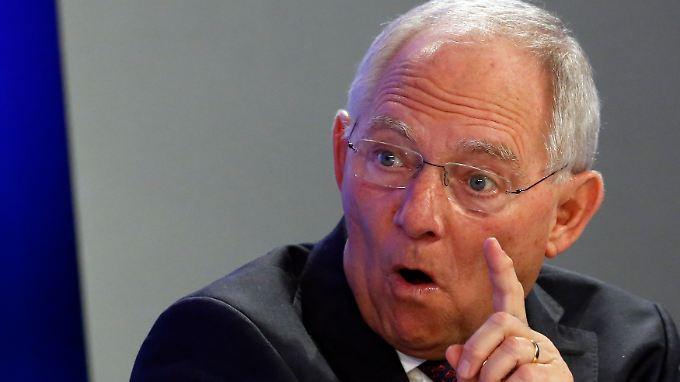 Für Unsinn hält Bundesfinanzminister Wolfgang Schäuble die Äußerungen zur Inflation von EU-Währungskommissar Olli Rehn.