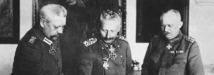 Hindenburg und Ludendorff sind zu dieser Zeit längst Kriegshelden. In der Schlacht von Tannenberg besiegen sie Ende August 1914 die russischen Truppen, die in Ostpreußen einmarschiert waren.