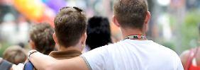 """Schwule und Lesben können nacheinander Eltern werden: """"Sukzessivadoption"""" für Homo-Paare erlaubt"""