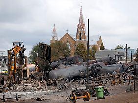Der Ortskern von Lac-Megantic in den Tagen nach der Katastrophe: Fragen der Transportsicherheit beim massenhaften Einsatz von Tankwaggons könnten den US-Ölpreis verteuern.