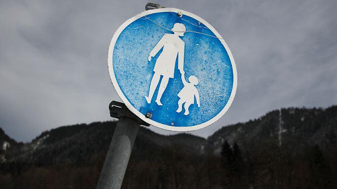 Eltern, die ihre Kinder misshandeln, fühlen sich meist überfordert.