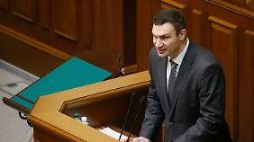 """""""Marshall-Plan"""" für die Ukraine?: Demonstranten ersetzen Lenin durch Kloschüssel"""