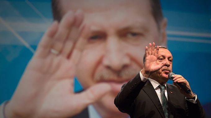 """Angeschlagener """"großer Meister"""": Erdogan buhlt in Berlin um Wählerstimmen"""