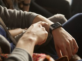 The SmartWatch Gear Fit is chic and sporty.