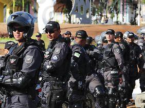 Gut ausgerüstet - aber auch gut vorbereitet? Brasilianische Polizeikräfte.