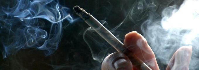 Dringt der Zigarettenrauch vom Nachbarn in die eigene Wohnung, kann in einigen Fällen die Miete gemindert werden.