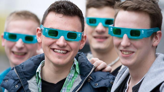 Die Cebit zieht als weltgrößte IT-Messe wohl rund 230.000 Besucher an.