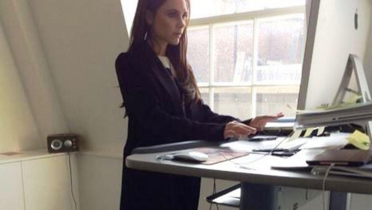 Mit highheels auf dem laufband victoria beckham trainiert for Schreibtisch laufband