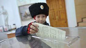 Russische Präsenz allgegenwärtig: Umstrittenes Krim-Referendum läuft