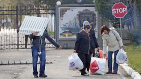 Alle ukrainischen Soldaten und ihre Angehörigen sollen die Krim umgehend verlassen.