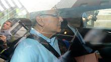 Fünf ehemalige Mittarbeiter sollen jetzt ihrem Chef und Milliardenbetrüger Bernarrd Madoff in den Knast folgen.