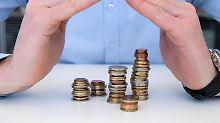 Alle unter einem Dach - Dachfonds investieren nicht direkt in Wertpapiere. Sie legen Geld in anderen Fonds an.