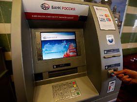 Politisch erzwungene Einschränkungen: Im russischen Markt müssen sich Mastercard und Visa auf einiges gefasst machen.