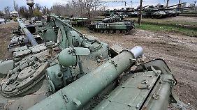 Wie viele russische Soldaten sich an der Grenze befinden ist unklar. Die Angaben schwanken zwischen 20.000 und 100.000.