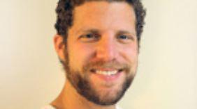 Dr. med. Alex Rosen ist Kinderarzt in Berlin und Vorstandsmitglied der Deutschen IPPNW.