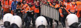 """""""Kaputtsparen"""" lautete eines der Schlagworte der Demonstranten, die gegen die EU-Krisenpolitik auf die Straße gingen."""