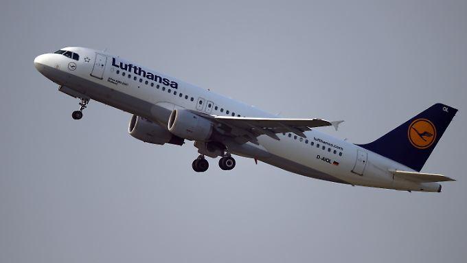 Der Ölpreis sinkt - Lufthansa-Aktionäre können sich freuen.