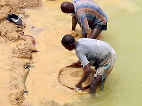 Afrika ist reich an Ressourcen, doch nur wenige Menschen profitieren von den Einnahmen, beispielsweise aus dem Diamantenhandel.