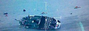 In den Morgenstunden des 16. Aprils senkt sich das Schiff plötzlich nach links. Passagiere berichten, dass es einen lauten Knall und anschließend quietschenden Lärm gegeben habe.