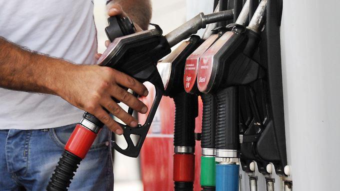 Die Preise für Heizen und Tanken sanken um 2,2 Prozent im Vergleich zum September 2014.