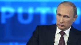 Putin antworte fünf Stunden lang auf die Fragen der Russen - und zum Schluss auch auf Snowdens.