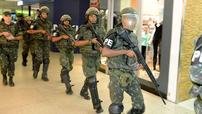 Nach dem Polizeistreik in Salvador muss das Militär helfen, Recht und Ordnung wieder herzustellen.