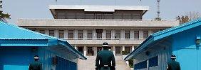 In Panmunjom - dem Ort des Waffenstillstands - stehen sich Grenztruppen beider Seiten seit 1953 gegenüber: Eine Pipeline von Russland nach Südkorea müsste die streng bewachte Demarkationslinie durchqueren.
