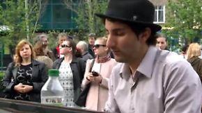 Klavierklänge für den Frieden: Pianist Martello bewegt Menschen in Donezk