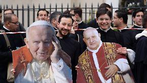 Franziskus spricht Vorgänger heilig: Gläubige in aller Welt feiern Heiligsprechung