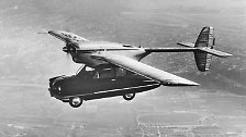 So auch das ConvAirCar von 1947.  Entwickelt für die Masse sollten ungeachtet der zehn Meter Spannweite, die das fliegende Auto für den Straßenverkehr völlig untauglich machen, 160.000 Exempolare gebaut werden.