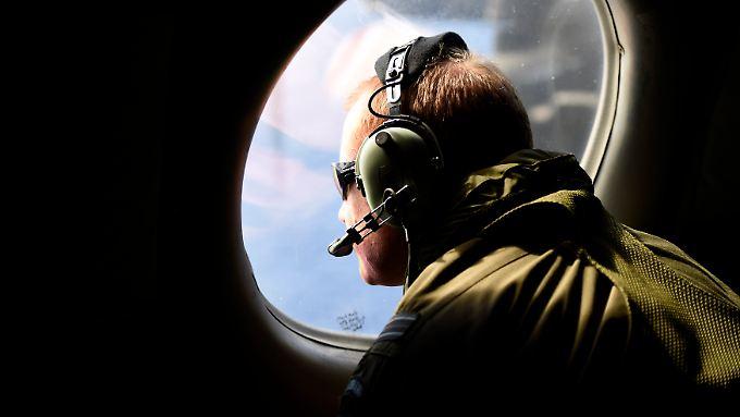 Mehr als sieben Wochen nach Verschwinden des Fluges MH370 wird die Suche nach dem Wrack nur noch unter Wasser fortgesetzt.