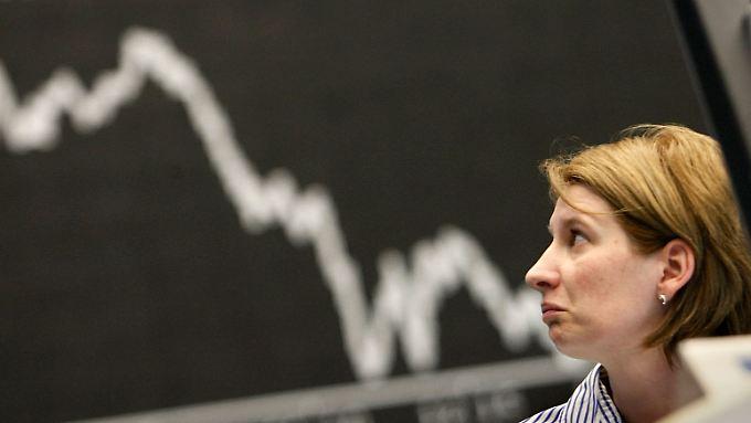 Die Börsenkurse haben sich zwar zwischenzeitlich wieder erholt - die Unternehmen bekommen die Folgen der Ukraine-Krise aber erst jetzt richtig zu spüren.