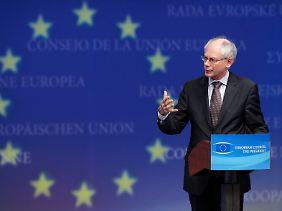 Von seiner Arbeitsgruppe hängt viel ab: Herman van Rompuy sitzt mit den Kollegen an den Grundprinzipien der Währungsgemeinschaft.