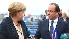 Emfang auf Rügen: Merkel und Hollande sprechen über Europa