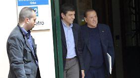 Berlusconi am ersten Tag seines Sozialdienstes.
