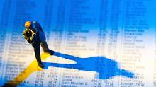 Bei manch erhobener Erfolgvergütung sollten Anleger ins Grübeln kommen.