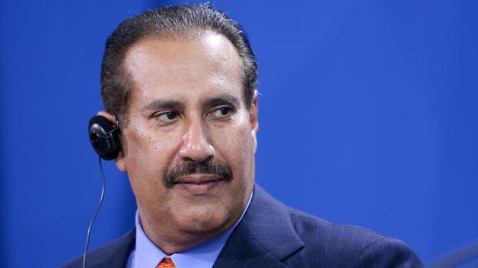 Das ist der Mann, der eine riesige Summe in das größte deutsche Kreditinstitut investiert: Scheich Hamad bin Jassim bin Jabor Al Thani ist neuer Großaktionär der Deutschen Bank.